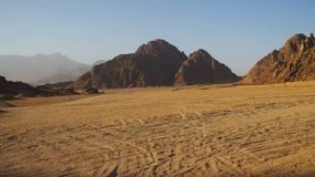 Öken i Egypten, sand och berg, panoramautsikt stock video