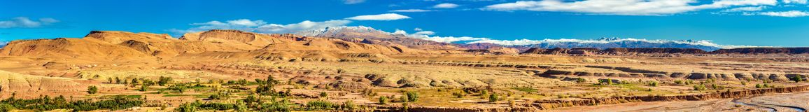 Öken och berg nära den Ait Ben Haddou byn i Marocko Royaltyfri Foto