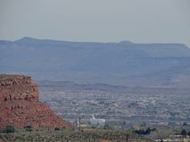 Öken- och stadspanoramautsikter från att fotvandra skuggar runt om St George Utah runt om Beck Hill, Chuckwalla, sköldpaddaväggen Fotografering för Bildbyråer
