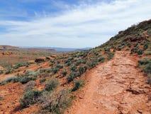 Öken- och stadspanoramautsikter från att fotvandra skuggar runt om St George Utah runt om Beck Hill, Chuckwalla, sköldpaddaväggen Royaltyfri Bild