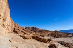 Ökenberg med blå himmel Fotografering för Bildbyråer