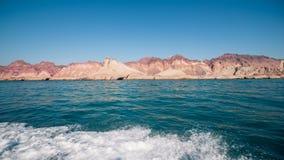 Ökenberg och havet Arkivbilder