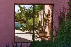 Ökenfönster fotografering för bildbyråer