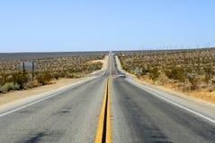 ökenhuvudväg arkivbild