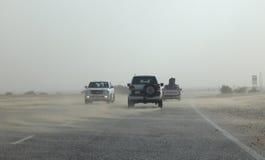 Ökenhuvudväg i Qatar royaltyfria foton