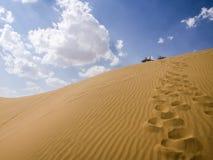 Öknar och himmel royaltyfri fotografi