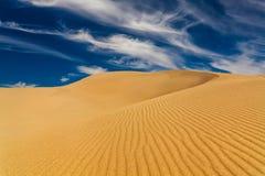 Öknar och landskap för sanddyn på soluppgång royaltyfri fotografi