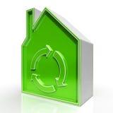 Öko-Haus zeigt umweltfreundliches Haus Lizenzfreie Stockbilder