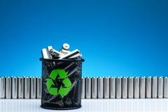 Ökologie, die Energie, benutzter oder neuer Batterie des Konzeptes, der Naturan aufbereitet Stockbild
