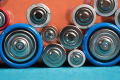 Ökologie, die Konzept aufbereitet Viele verschiedenen Arten benutzt oder neue Batterie stockfotos