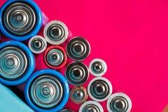 Ökologie, die Konzept aufbereitet Viele verschiedenen Arten benutzt oder neue Batterie lizenzfreies stockfoto