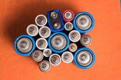 Ökologie, die Konzept aufbereitet Viele verschiedenen Arten benutzt oder neue Batterie stockfotografie