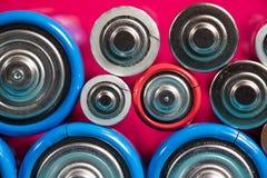 Ökologie, die Konzept aufbereitet Viele verschiedenen Arten benutzt oder neue Batterie stockfoto