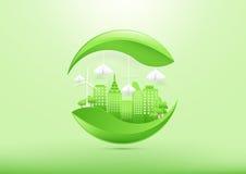 Ökologiekonzept mit grüner Stadt und Bäumen Lizenzfreies Stockbild