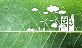 Ökologiekonzeptdesign auf neuem grünem Blatthintergrund Lizenzfreie Stockbilder