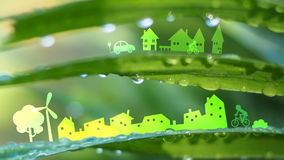 Ökologiestadt im neuen Naturhintergrund Stockfotos