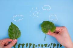 Ökologisch freundliches und nachhaltiges Umweltkonzept Betriebsbäume lizenzfreie stockbilder