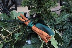 Ökologische, hölzerne Weihnachtsdekorationen lizenzfreies stockbild