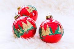 Ökologische, hölzerne Weihnachtsdekorationen Lizenzfreie Stockfotografie
