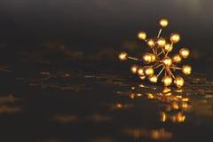 Ökologische, hölzerne Weihnachtsdekorationen Kopieren Sie Platz stockfoto
