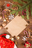Ökologische, hölzerne Weihnachtsdekorationen Stellen Sie für Grußkarte mit Kopienraum ein Lizenzfreie Stockbilder