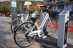 Ökologisches Fahrradpedal unterstützt stockfoto