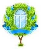 Ökologisches Fensterkonzept mit grünem Baum Lizenzfreies Stockbild