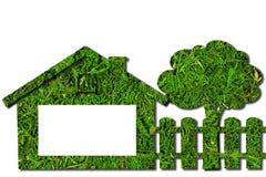 Ökologisches Haus, Zaun, Baum und Raum für Anmerkungen Viele mehr Ökologiebilder in meinem Portefeuille stockfotos