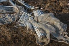 Ökologisches Problem, Unfall Kriminelle Beseitigung von Leuchtstoffquecksilberlampen, E-Abfall ökologisches Krisenfoto Umweltverg stockbild