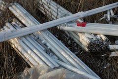 Ökologisches Problem, Unfall Kriminelle Beseitigung von Leuchtstoffquecksilberlampen, E-Abfall ökologisches Krisenfoto Umweltverg lizenzfreies stockfoto