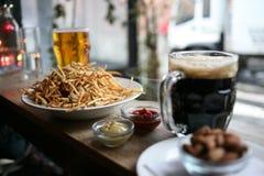 Öl, chiper och muttrar Fotografering för Bildbyråer