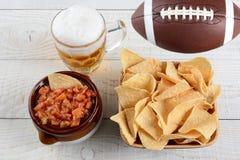 Öl, chiper och salsa Royaltyfri Foto