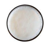 Öl i den glass bästa sikten som isoleras på vit bakgrund, bana arkivfoton