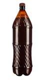 Öl i en plast- flaska som isoleras på en vit bakgrund Arkivfoto