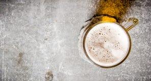 Öl i ett exponeringsglas på gammal stenyttersida Fotografering för Bildbyråer