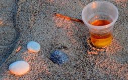 Öl i sanden Arkivfoton
