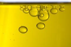 Öl lässt Makro fallen stockfotos