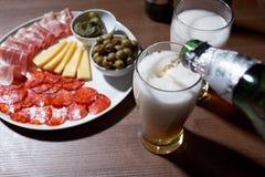 Öl och antipasto Royaltyfri Fotografi