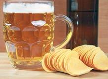 Öl och chiper Arkivbilder