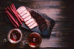 Öl- och köttmellanmål stång bar, mest oktoberfest mat fotografering för bildbyråer