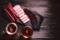 Öl- och köttmellanmål stång bar, mest oktoberfest mat royaltyfri fotografi