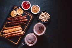 Öl- och köttmellanmåluppsättning bar restaurang, stångmat arkivbild