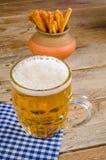 Öl och mellanmål Royaltyfri Fotografi