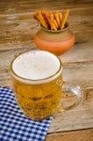 Öl och mellanmål Royaltyfria Foton