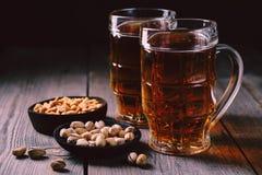 Öl och mellanmål parti restaurang, bar, stångmat royaltyfria bilder