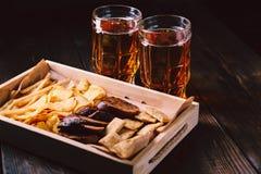 Öl och mellanmål restaurang bar, mest oktoberfest mat royaltyfri fotografi