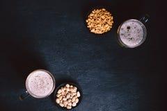 Öl och mellanmål Stångtabell restaurang bar, parti royaltyfri bild