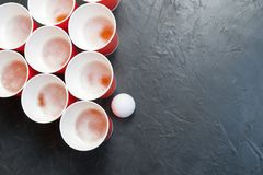 Öl Pong Populär lek på partier Ställe för din text Arkivbilder