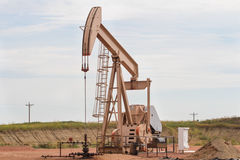 Öl Rig In North Dakota Badlands stockbild