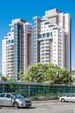 ÖL-SHEVA ISRAEL MAY 10, 2014: Nya bostads- byggnader på R Royaltyfri Fotografi